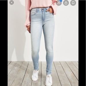 NWT HOLLISTER SUPER SKINNY HIGH RISE JEANS, 9S